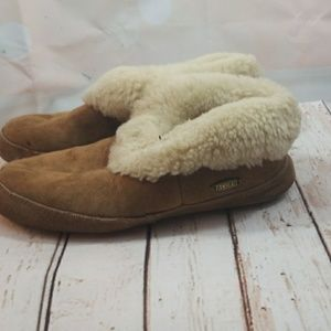 Acorn tan furry slip on ankle slippers sz 7